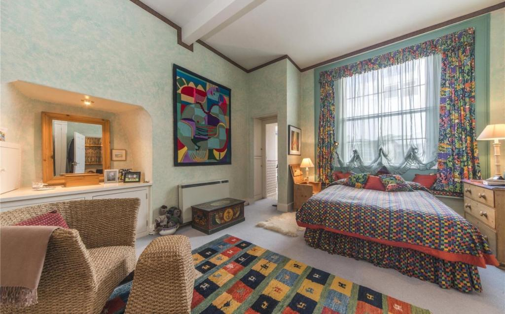 Bedroom (Apt 2)