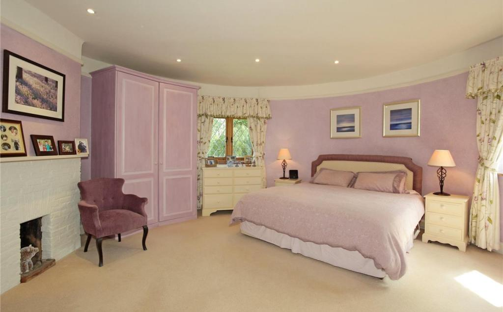 Roundel Bedroom