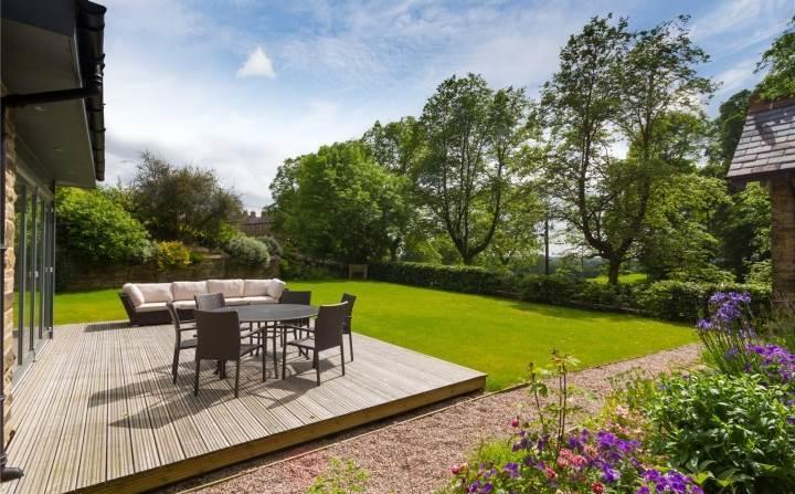 Decking & Gardens