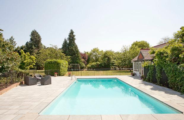 6 Bedroom Detached House For Sale In The Thicket Littlewick Green Maidenhead Berkshire Sl6