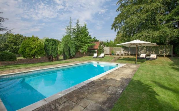 5 Bedroom Detached House For Sale In Alleyns Lane Cookham Maidenhead Berkshire Sl6 Sl6