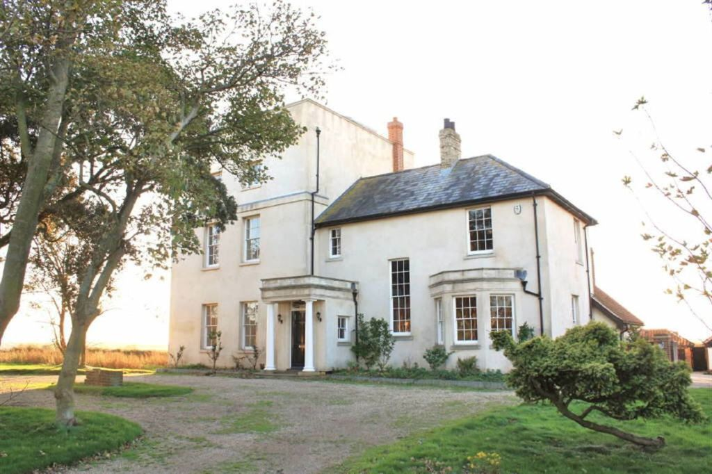 6 Bedroom Detached House For Sale In Old Hall Lane Walton On The Naze Co14