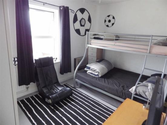ATTIC/BEDROOM 3