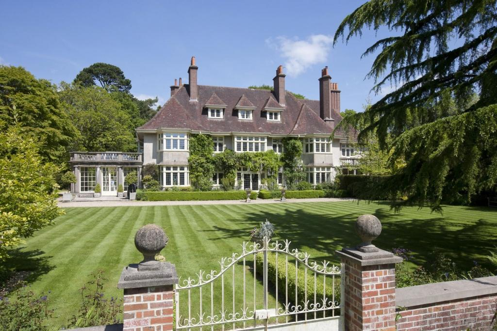 6 bedroom country house for sale in bransgore new forest