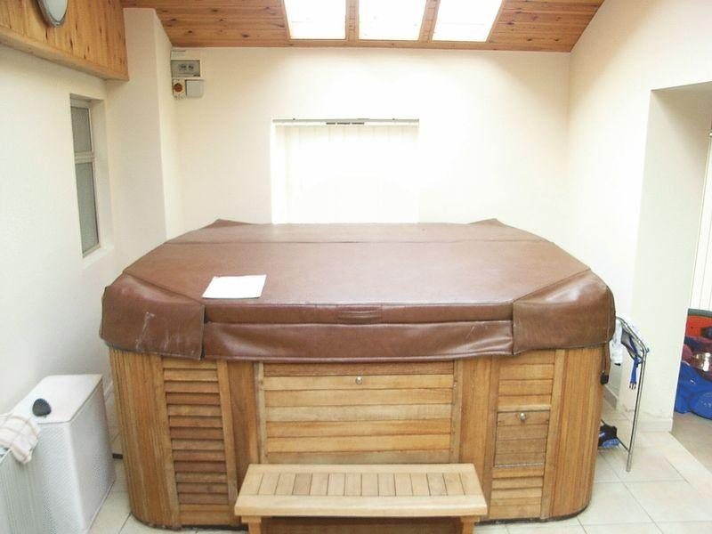 Hot Tub (Staying)