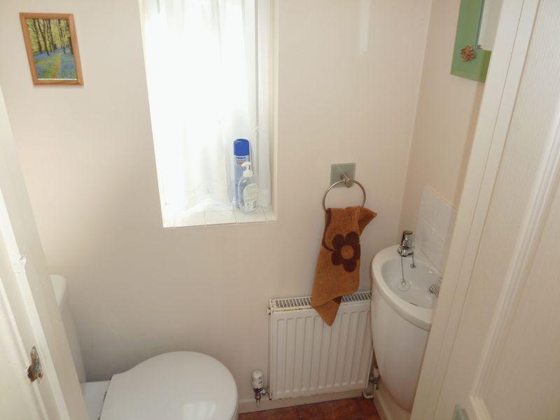 Cloakroom/WC (...
