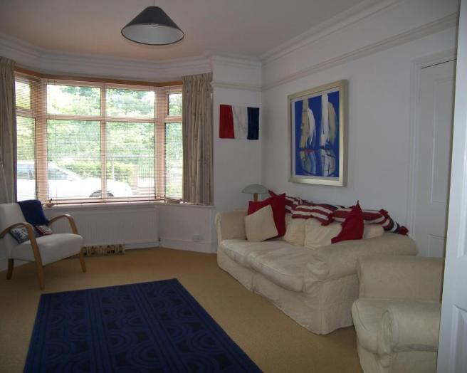 photo of nautical blue white lounge sitting room with bay window