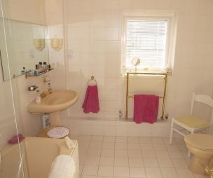 photo of beige bathroom ensuite ensuite bathroom