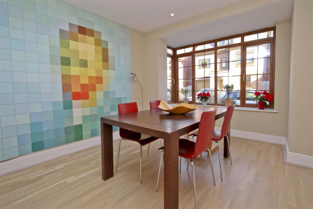 Taylor Wimpey,Dining room