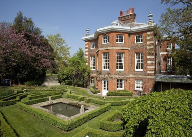 4 Bedroom Detached House For Sale In The Pavilion Hampton Court Palace East Molesey Kt8 9ap Kt8