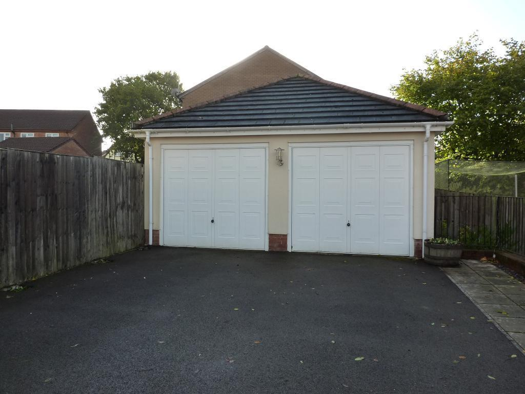 4 bedroom detached house for sale in heather court for Detached garage for sale