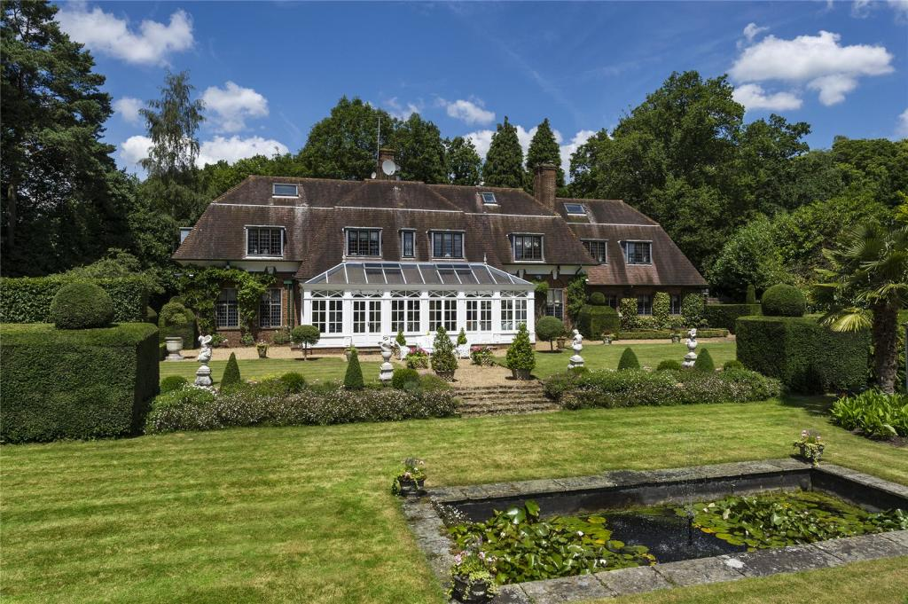 Surrey Hills Area Of Outstanding Natural Beauty Home