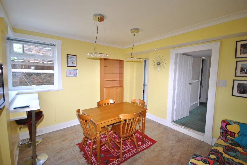 FAMILY-DINING ROOM