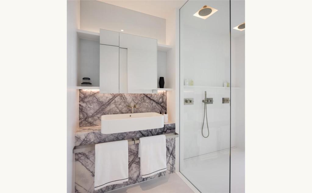 South Bank Tower,Bathroom