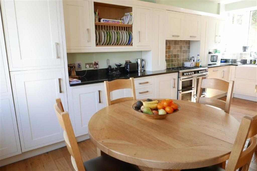 KITCHEN AND DINING R