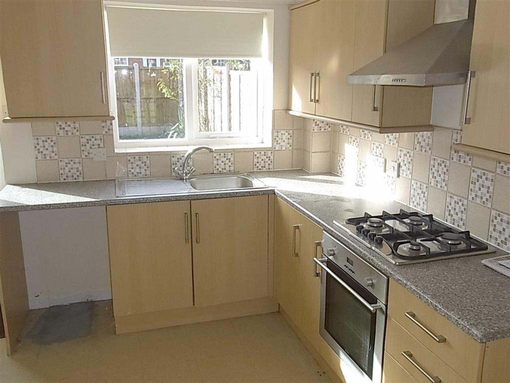 2 bedroom end of terrace house to rent in 72 llys road for Terrace kitchen diner