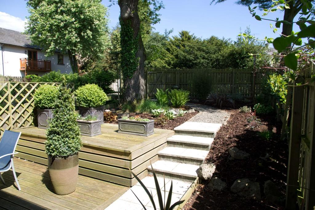 Rear garden & deck