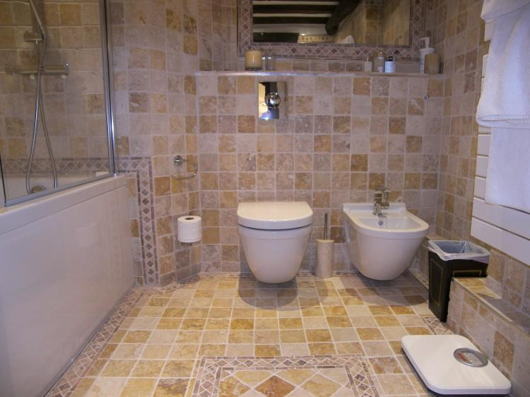 Ensuite to Bedroom 2