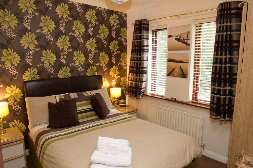 Feature wall bedroom design ideas photos inspiration for Black feature wall bedroom