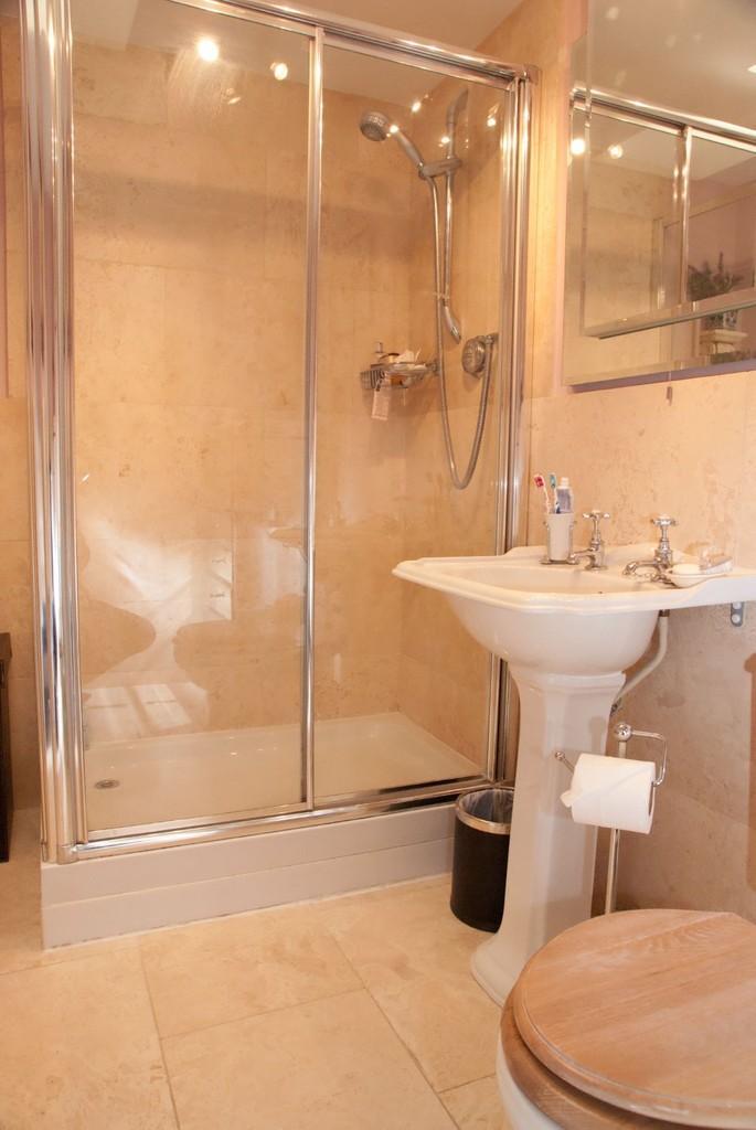 Owner's En-suite