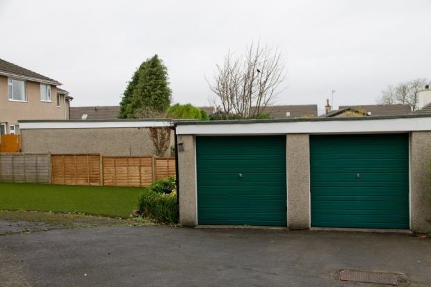 Garage (Left)