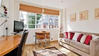 Studio flat in Roland House  SW7