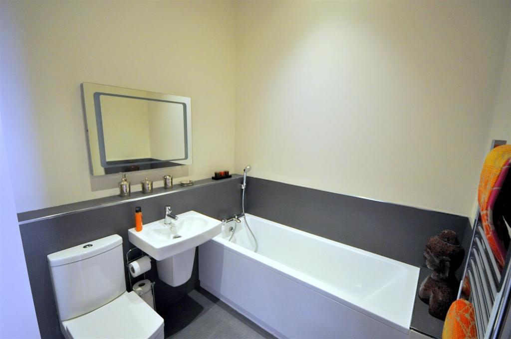 Guest Bathroom/Wc