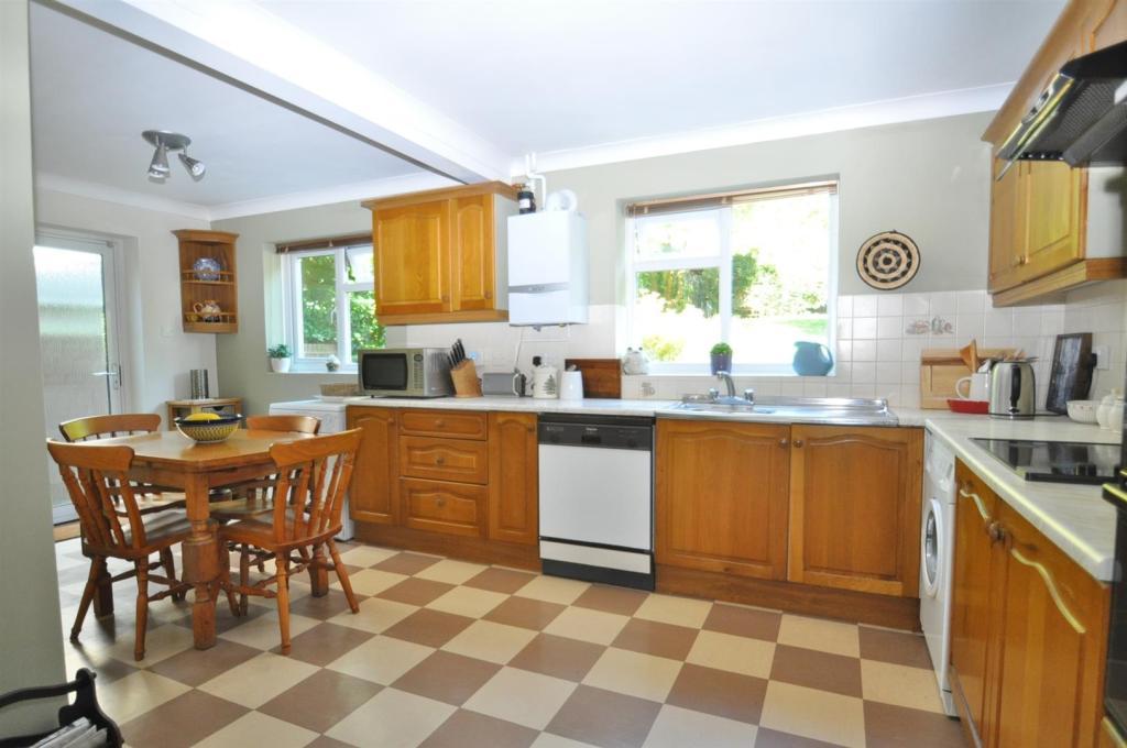 Fitted kitchen/break