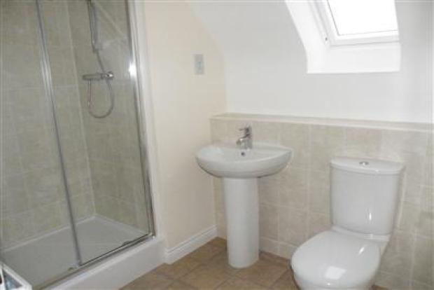 En suite to bedroom 2