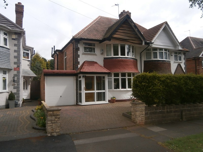 3 bedroom semi detached house for sale in lulworth road for Green room birmingham