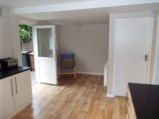 Area to side of kitchen