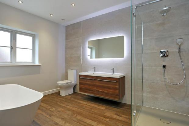 ENSUITE BATH/SHOWER