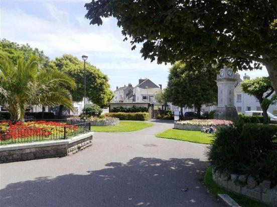 Easton Gardens