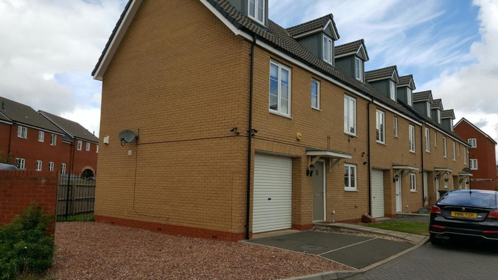 3 bedroom end of terrace house for sale in jack sadler way for Terrace exeter