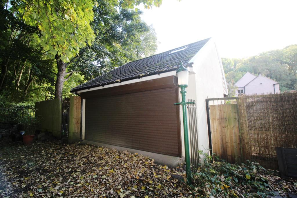 Garage/Outbuilding