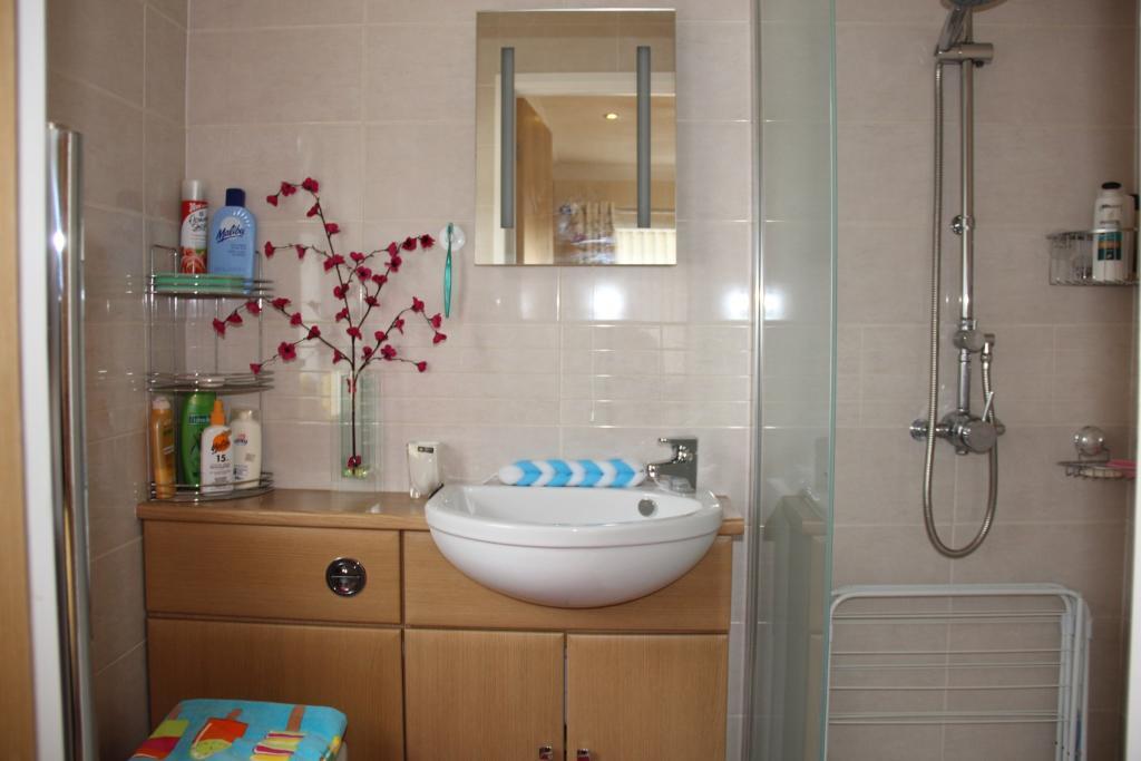En-Suite Wet Room.