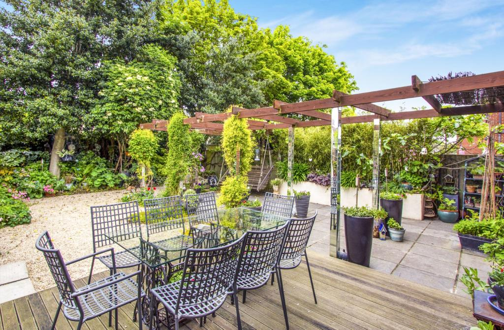 4 bedroom detached house for sale in iford gardens for Garden maintenance bournemouth