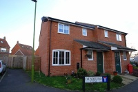 3 bed semi detached house for sale in Thunderfield Close...