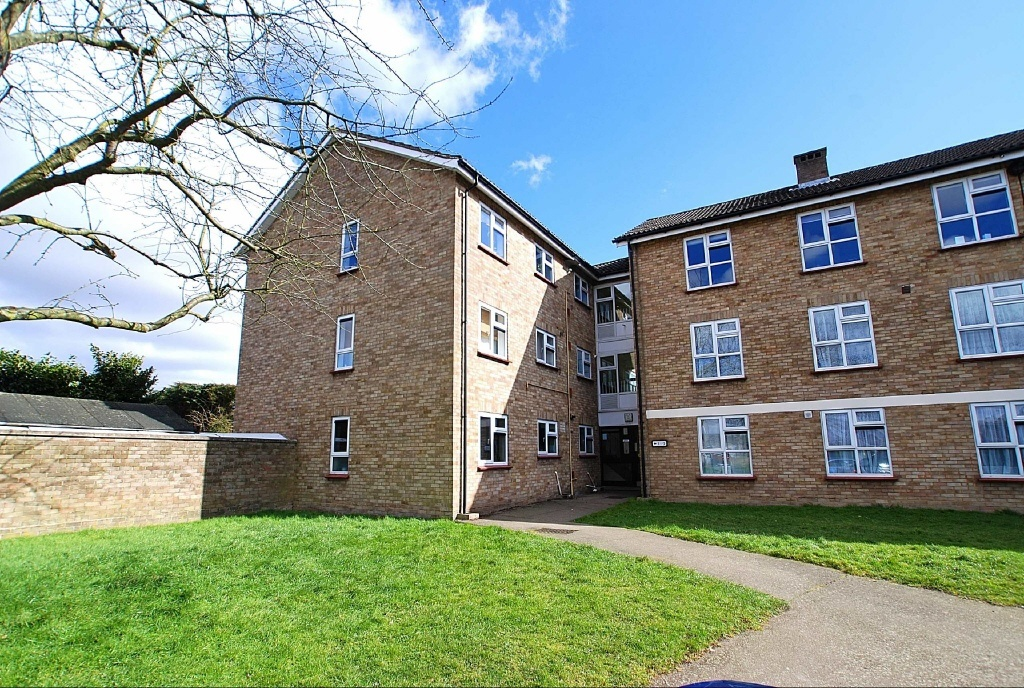 Edmonds Court Foyer Small Heath : Bedroom flat for sale in harrington court hertford