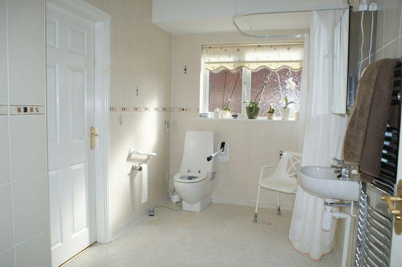 en-suite/wet room