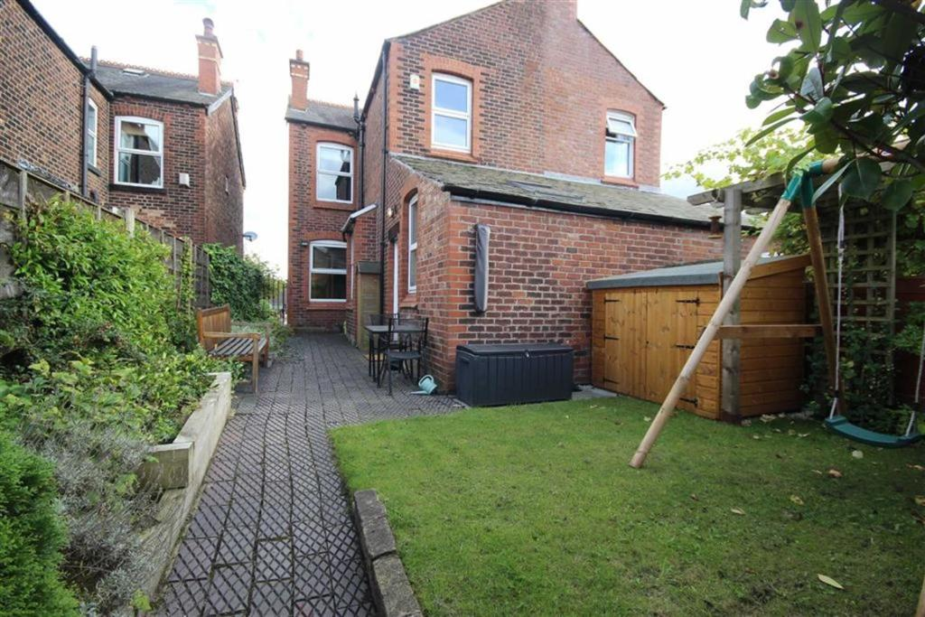 3 bedroom semi detached house for sale in hazelhurst road. Black Bedroom Furniture Sets. Home Design Ideas