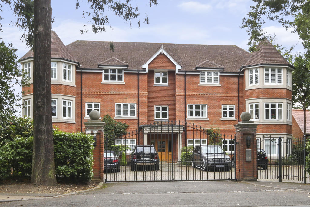 2 Bedroom Apartment To Rent In Queens Road Weybridge Kt13 Kt13