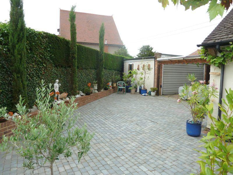 Garage/Garden