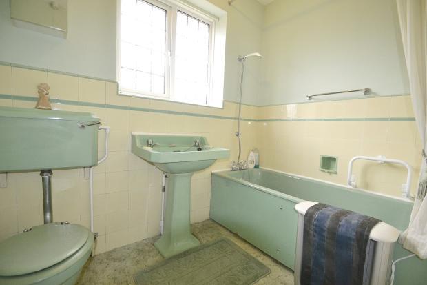 Family Bathroom-Wc