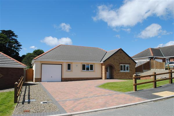 3 bedroom bungalow for sale in hampshire drive llanion