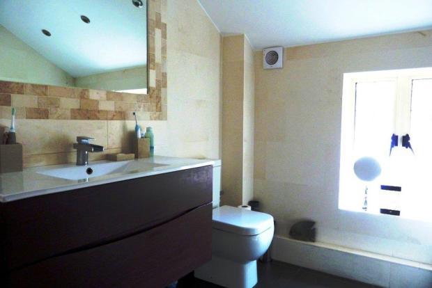 SUPERB BATHROOM/WC