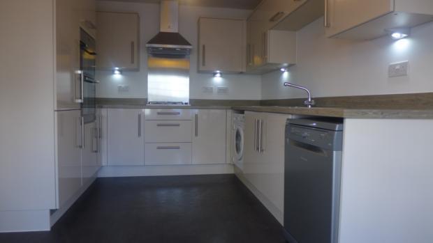 Cotts Field 19 Kitchen 001
