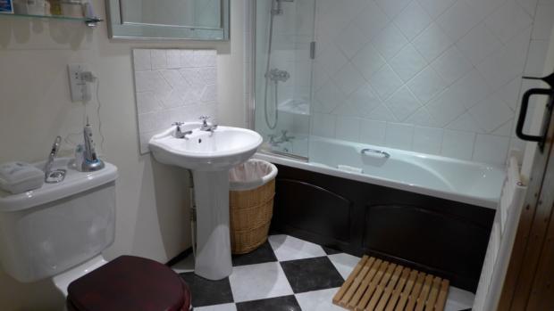 Chapel Cottages 3 Bathroom 009