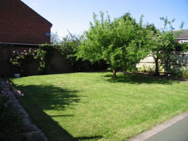 Brookside 3 Garden (2)