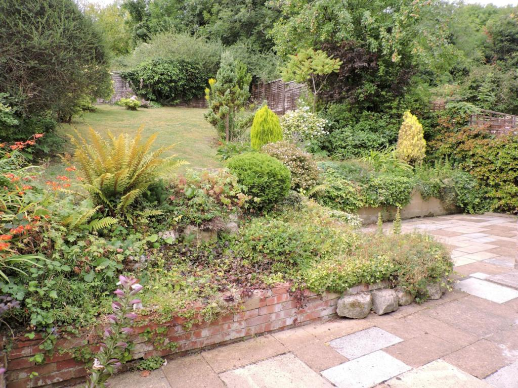 Landscape Gardening High Wycombe : Bedroom house to rent in dean garden rise high wycombe